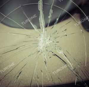 PARABREZZA AGRIGENTO  Parabrezza auto rotto o scheggiato? Purtroppo capita più spesso di quanto immagini.. Il parabrezza si rompe o scheggia in seguito a sassi o altro materiale presente sul manto stradale che può arrivare ad alta velocità dalle vetture o camion che ci precedono. Se troviamo, pertanto,  una o più scheggiature è meglio intervenire prima che, la lesione allargandosi, comprometta fatalmente il parabrezza. Quando l'integrità del parabrezza risulta, in ogni caso, danneggiata, l'officina Turone, centro tecnologia e formazione Carglass, provvederà tempestivamente alla sostituzione del parabrezza rotto con uno assolutamente conforme all'originale. Per info e consulenza gratuita sulla sostituzione parabrezza Agrigento venite a trovarci o visitate il nostro sito all'indirizzo:  http://www.turone.it/servizi/carglass/sostituzione-parabrezza/ L'Officina Turone tutela la Vostra sicurezza e la Vostra auto.