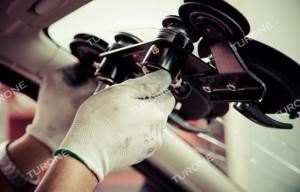 Carglass Menfi Hai trovato improvvisamente il parabrezza dell'auto scheggiato? Niente di più comune … tuttavia la maggior parte delle scheggiature che si creano sul parabrezza della tua auto possono essere agevolmente risolti grazie all'intervento dei nostri fitter specializzati in sostituzione parabrezza e riparazione parabrezza auto con Carglass Menfi. Il parabrezza è un elemento fondamentale per la sicurezza in auto e come tale indispensabile è la competenza di chi lo dovrà sostituire o calcolarne l'integrità; per questa ragione non devono essere improvvisate riparazioni inesperte o sostituzioni con parabrezza non certificati … in quanto a pagarne le conseguenza sarà solo la vostra sicurezza. In ogni caso se l' estensione della scheggiatura nel parabrezza è superiore ai 25mm di diametro o si trova a meno di 6 cm del bordo del parabrezza e la riparazione non è eseguibile, i nostri esperti penseranno tempestivamente all'installazione del nuovo parabrezza che,come da nostra regola, saranno assolutamente conformi in termini di originalità e qualità previsti al parabrezza sostituito. I tecnici di Turone Carglass Menfi , esperti della sostituzione parabrezza, sapranno indirizzarti su come muoverti e agendo per tempo, potresti anche usufruire di condizioni e promozioni particolarmente stimolanti. Eseguiamo il servizio di sostituzione parabrezza, sostituzione parabrezza bus, caravan, furgoni e la riparazione di tutti i vetri in giornata e a domicilio a Menfi e nel resto della Provincia di Agrigento. Per ricevere un preventivo gratuito compila il modulo presente al seguente link: http://www.turone.it/servizi/carglass/sostituzione-parabrezza/